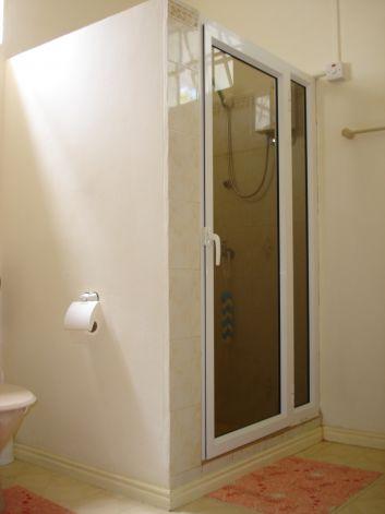Cabine de douche ( rez-de-chaussée ).