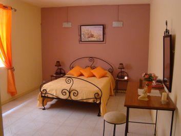 1ère chambre lit double ( rez-de-chaussée ).