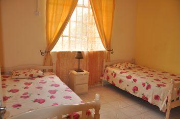 2ème chambre 2 lits simples ( rez-de-chaussée ).