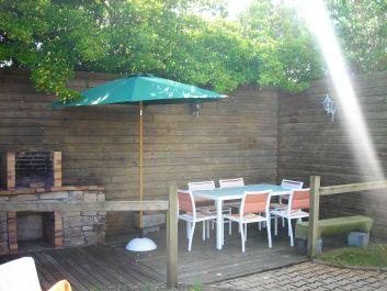 Salon jardin avec barbecue