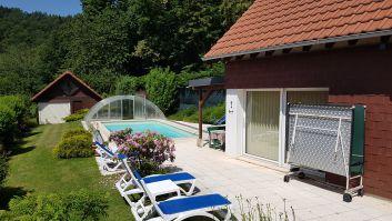 la petite maison et la piscine