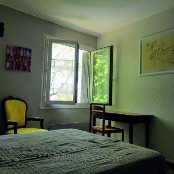 l'une des deux chambres