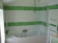 Vaste salle de bain avec deux vasques