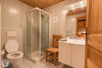 chambre n 1 avec sa salle de bain en suite