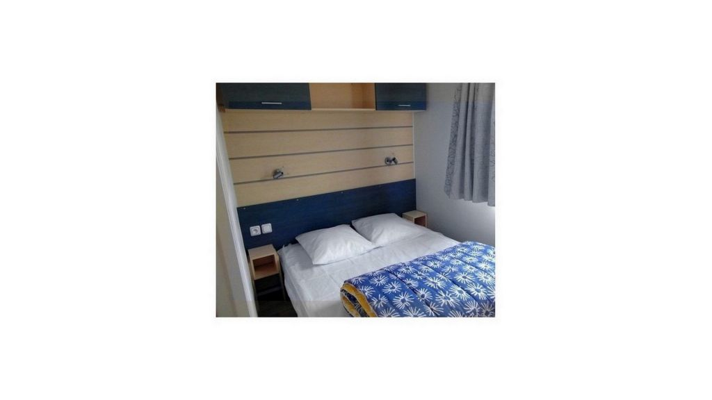 location mobil home emplacement pourcaravane et tente coin priv. Black Bedroom Furniture Sets. Home Design Ideas