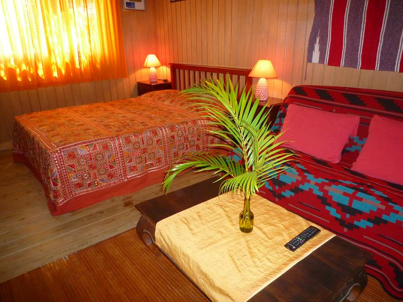 chambre du chalet Broussard ( grand lit et 2 lits simples)