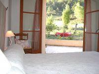 La chambre donne sur la terrasse