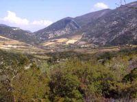 La garrigue et la montagne entourent le petit Hameau de Veaux