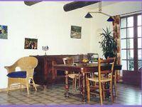 Le salon/salle à manger de la Feniere
