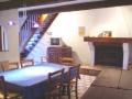 Le salon/salle à manger de la Feniere avec la cheminée
