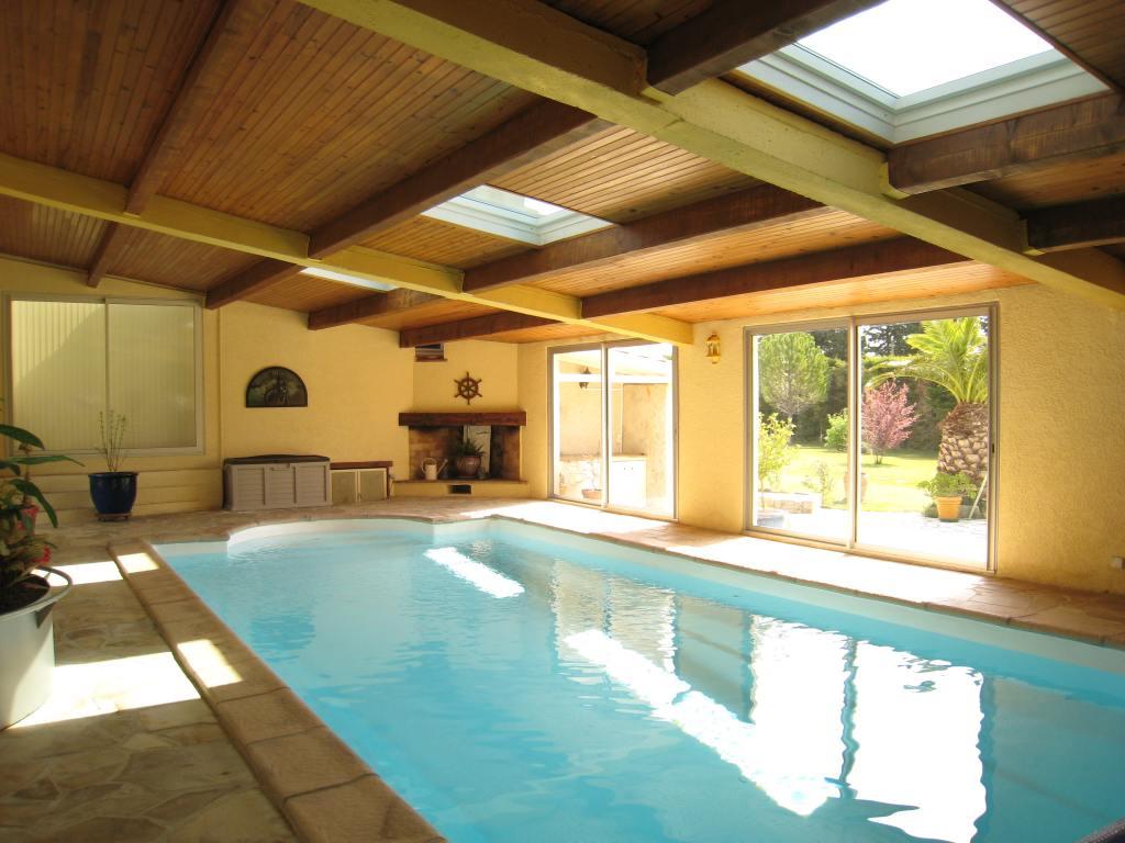 Maison de charme avec piscine int rieure priv e coin priv for Centre de vacances avec piscine couverte