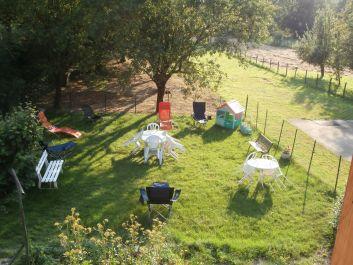 pelouse close ombrgée,avec relaxes,jeux pour enfants,saoln de ja