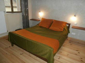 chambre à l'étage lit pour 2 peersonnes