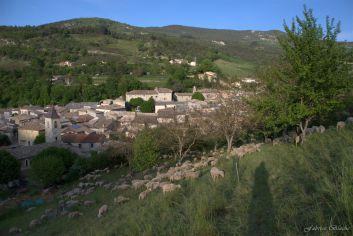 Situé à 100 mètre du charmant village de Saint Nazaire le Désert