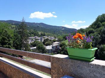 Vue sur le Village depuis les terrasses des gîtes