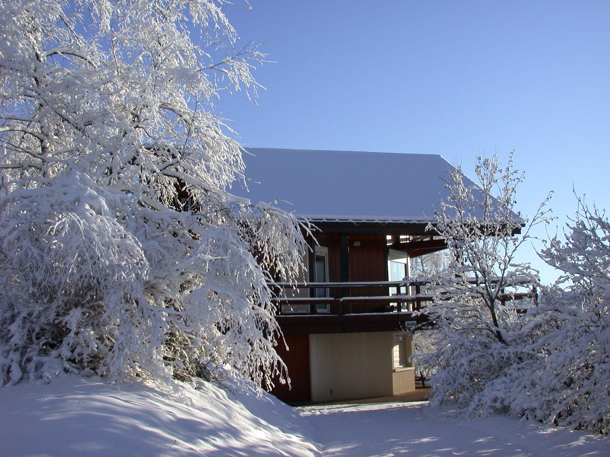 face est du gîte en hiver l'accès depuis la route