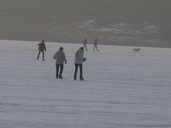 patin à glace sur le lac de Malbuisson gelé