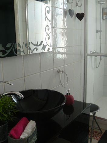 Salle de douche de la suite familiale