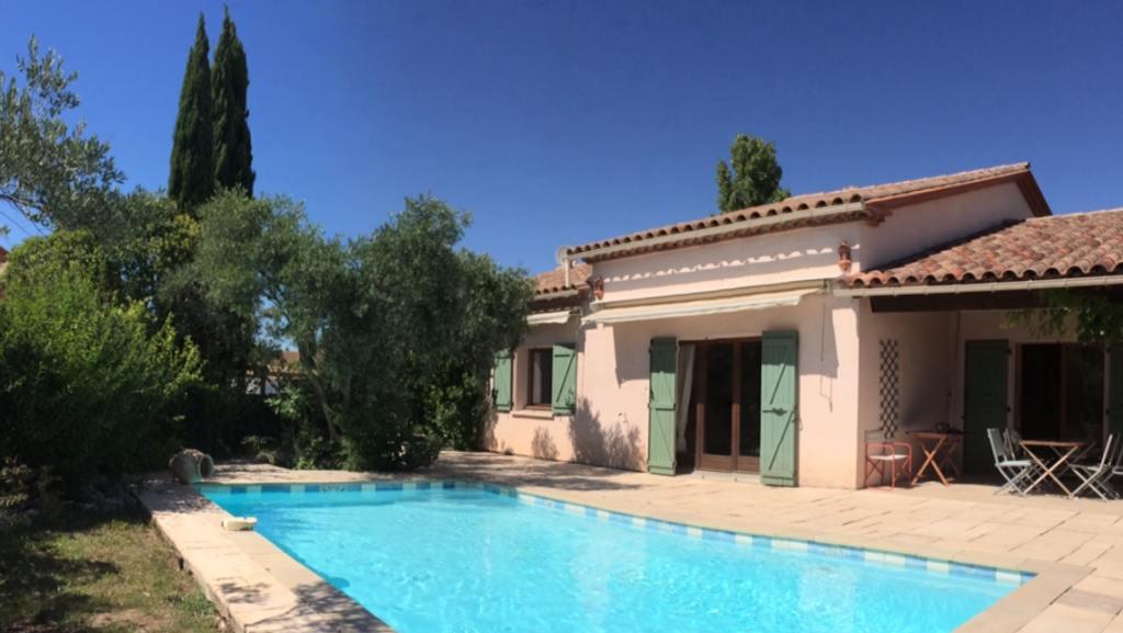 Jolie villa proven ale avec piscine et jardin arbor for Piscine clermont l herault horaires
