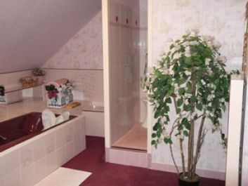 la cabine de douches de la salle de bains