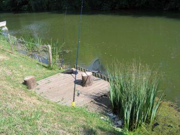 Le ponton de pêche, réservé aux locataires.