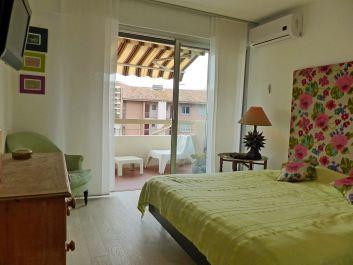 Chambre 2 avec climatisation et télèvision.