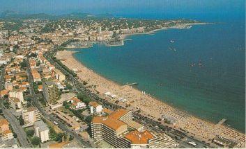 La plage et St Raphael au fond.