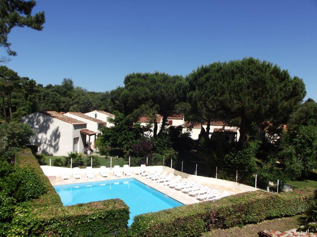 Jolie maison dans residence de vacances avec piscine for Residence vacances avec piscine