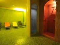 Zone wellness avec sauna et bain turc