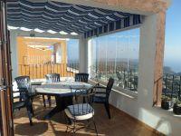 Partie pergola  sur la terrasse avec fenêtres coulissantes
