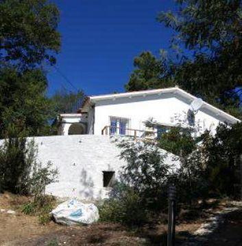 la maison et une des terrasses