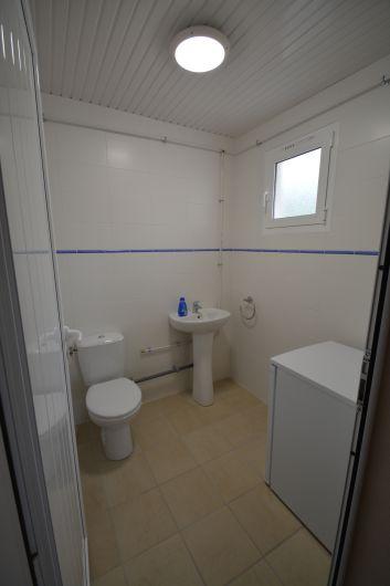 Toilette au poolhouse (+frigo et freezer)