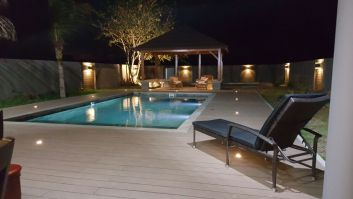 belle terrasse illuminée, beau jeu de lumiere