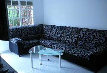 salon avec divan lit tv smart TNT
