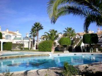 jardin piscine privés á la résidence