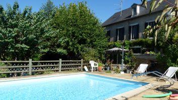 piscine et maison côté sud