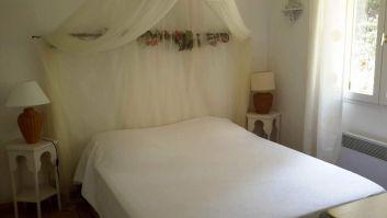 chambre lit 160 avec 1 armoire et 1 commode