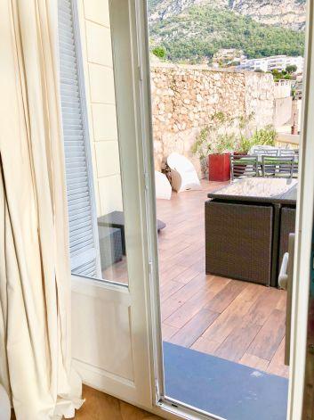 le salon donnant sur la terrasse