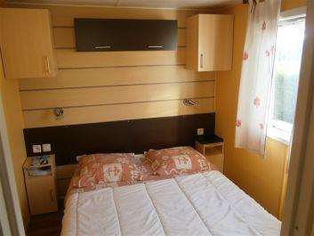 chambre parentale avec lit de 140x190