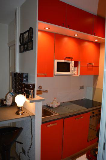 Cuisine équipée, micro-ondes, four, lave-vaisselle, frigo-congél