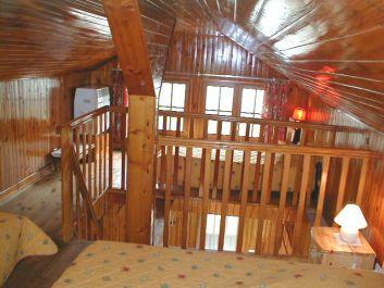 Deux petits lits sur la mezzanine