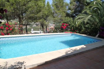 piscine privée avec escaliers romains de 8 x 4 m