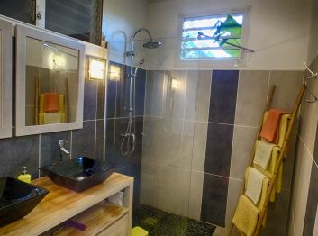 La salle de baindu bungalow Liane de jade