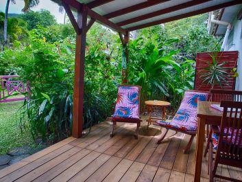 La terrasse couverte du bungalow Ylang