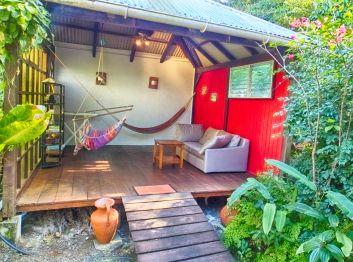 Le salon extérieur du bungalow Liane de jade
