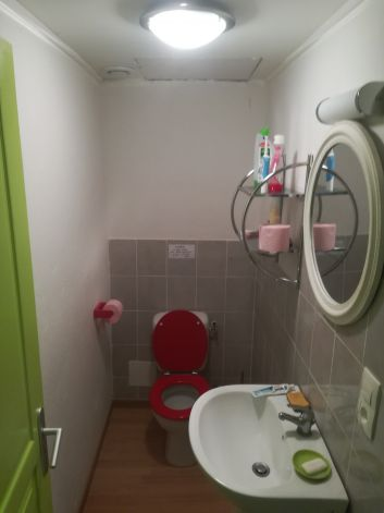 Coin toilette / Wc entre les deux chambres.