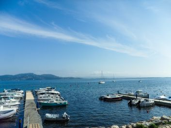 Vue terrasse pontons La Madrague