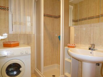 Salle douche avec fenêtre